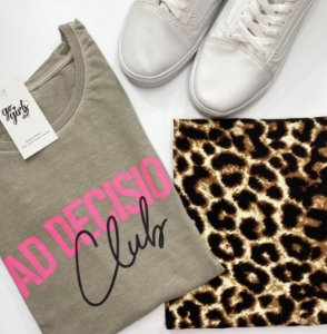 BOX - Saia Ana Animal Print + T-Shirt Bad Decisions