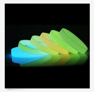 Kit 50 Pulseiras Silicone Fosforescente Brilha No Escuro Sem Luz Ou Bateria * SUPER DESCONTO