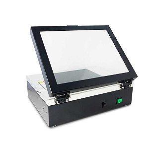 Transiluminador UV com área de visualização de 20 x 20 cm e tampa com filtro