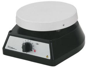 Agitador magnético com aquecimento, tampa de alumínio, até 4 litros, 100-1800r/min, mod.: 752A (Fisatom)