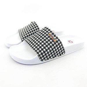 Chinelo Slide Quality Shoes Feminino Quadriculado Preto e Branco Sola Branca