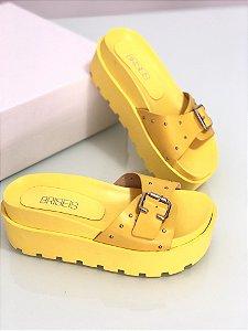 Sandália flat  amarela com fivela