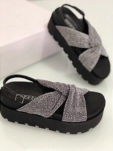 Sandália lurex prata com solado preto