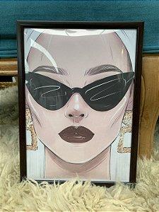 Quadro Mulher Óculos escuro Moldura Preta
