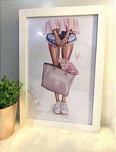 Quadro Menina bolsa cinza moldura branca