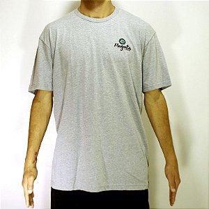Camiseta Magenta Skateboards Cinza Claro Logo Planta