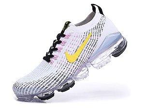Tênis Nike Air VaporMax 3 - Branco e Rosa