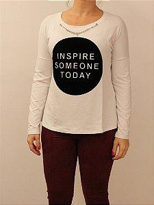 Tshirt Inspire Someone Today com lindo trabalho e corrente prata