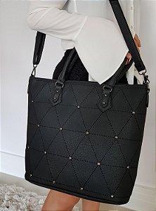 Bolsa preta com furinhos a laser e pontinhos de metal