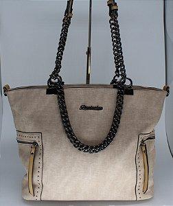 Bolsa nude com alça de correntes onix , bolsos laterais e lindo detalhamento em tachas