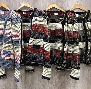 Cardigan em tricot com lurex offwhite com azul e rose . Divino