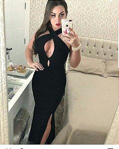 Vestido black com fenda e decote em gota