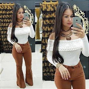 Calça jeans flare nesga caramelo