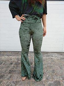 Calça flare veludo molhado - verde