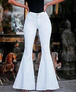 54ab16493 Calça feminina de modelagem flare em tecido jacquard preto com ...