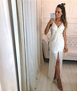 Vestido off white longo com fenda e detalhes em tule