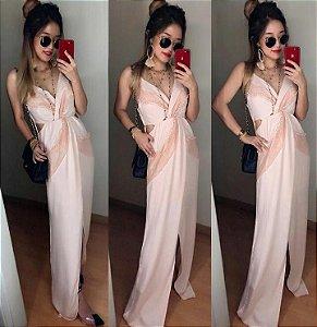 Vestido Rosê longo com fenda e detalhes em renda