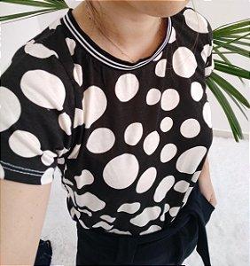 T-shirt em viscolycra Poá (Preta com bolas brancas)