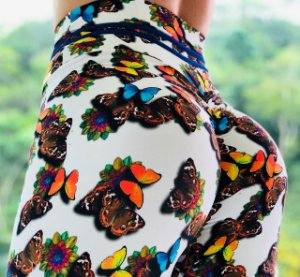 Calça legging fitness levanta bumbum com estampa de borboletas