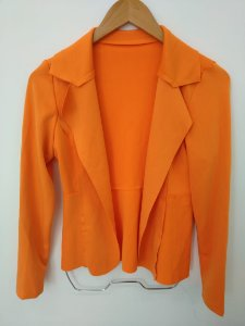 Blazer maravilhoso em neoprene na cor laranja