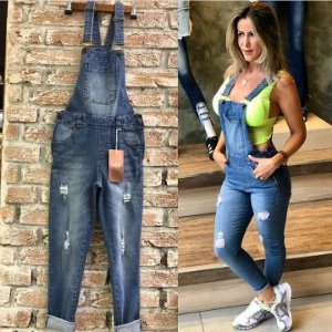 Jardineira jeans comprimento cropped
