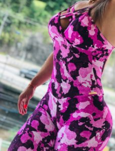Macacão fitness levanta bumbum com estampa camuflada rosa - Tamanho único