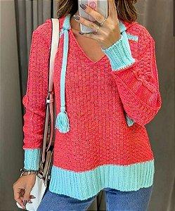 Blusa em tricot diferenciado com capuz- Coral e azul