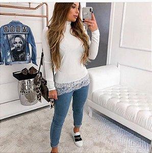 Blusa em malha canelada com barra de renda - Off white - Tamanho único