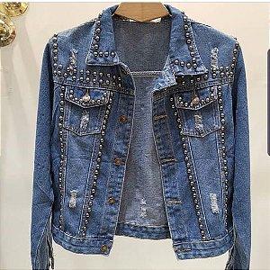 Jaqueta jeans com tachinhas