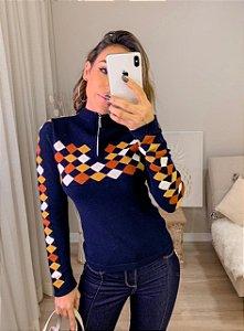 Blusa de tricot modal com estampa linda e gola com zíper