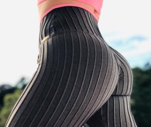 Calça legging fitness levanta bumbum com textura - Grafite