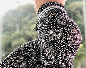 Calça legging fitness levanta bumbum estampa Black Skull