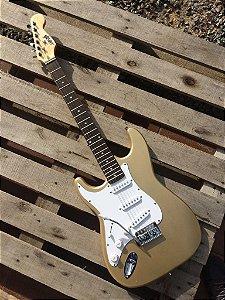 Guitarra GBSpro Stratocaster Canhoto - Dourada