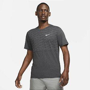 Camiseta Nike Dri Fit Run Division Miller - Cinza