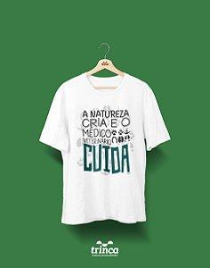 Camisa Medicina Veterinária - Quem Ama Cuida - Premium
