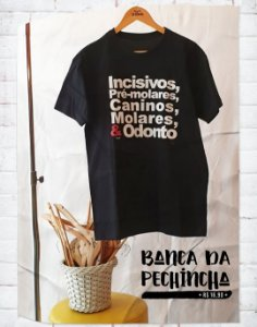 Camiseta Universitária - Odontologia - Dentada Violenta Bordô - Basic