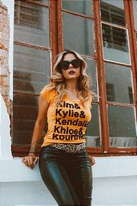 """T-Shirt """"KARDASHIANS"""" - Mostarda"""