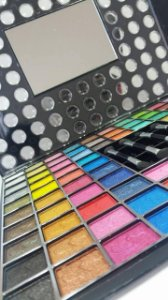 Kit de Sombras Tango com 98 cores.