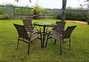 Conjunto com 1 mesa Egito sem rebaixo D80 e 04 cadeiras Davos alumínio revestido e fibra sintética argila