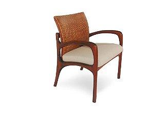 Cadeira Nice com braços madeira Jequitibá fênix com encosto em palha italiana e assento estofado