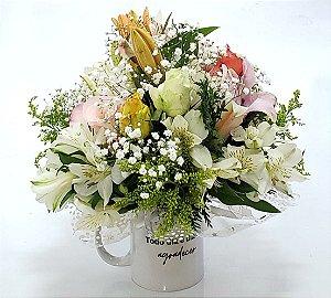 Flores Nobres na Caneca Personalizada