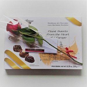 Caixa de Chocolates e Rosa Solitária