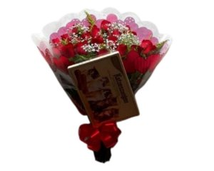 Buquê de Rosas Vermelhas  ou Coloridas com 18 unds.  + Ferrero Rocher  ( 8 und ) ou Chocolate Importado