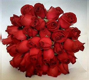 Buquê de Noiva com Rosas Vermelhas Tradicional