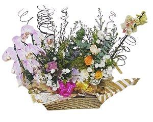 Cesta com Orquídeas e Flores do Campo