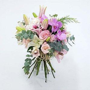 Buquê de Rosas, Lírios e Orquídea Luxo