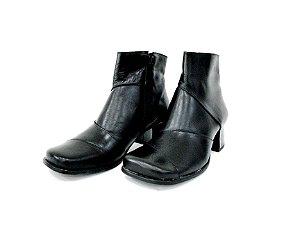 Bota de Couro Preto Cano Curto e Bico Redondo - Dalí Shoes