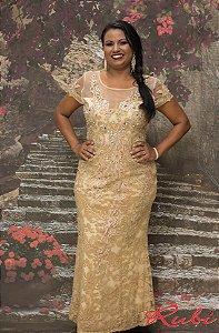 vestido longo dourado de renda inteiro , com bordado no busto e manga com  transparência