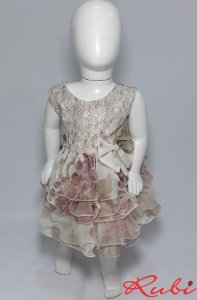 Vestido infantil estampado nas cor bege , com det de  strass no busto saia de babado tam G