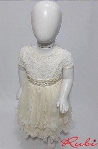 Vestido infantil off white busto renda com cinto de perola , saia com babado tam :01